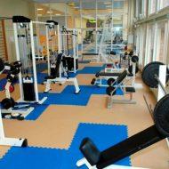 Une salle de musculation